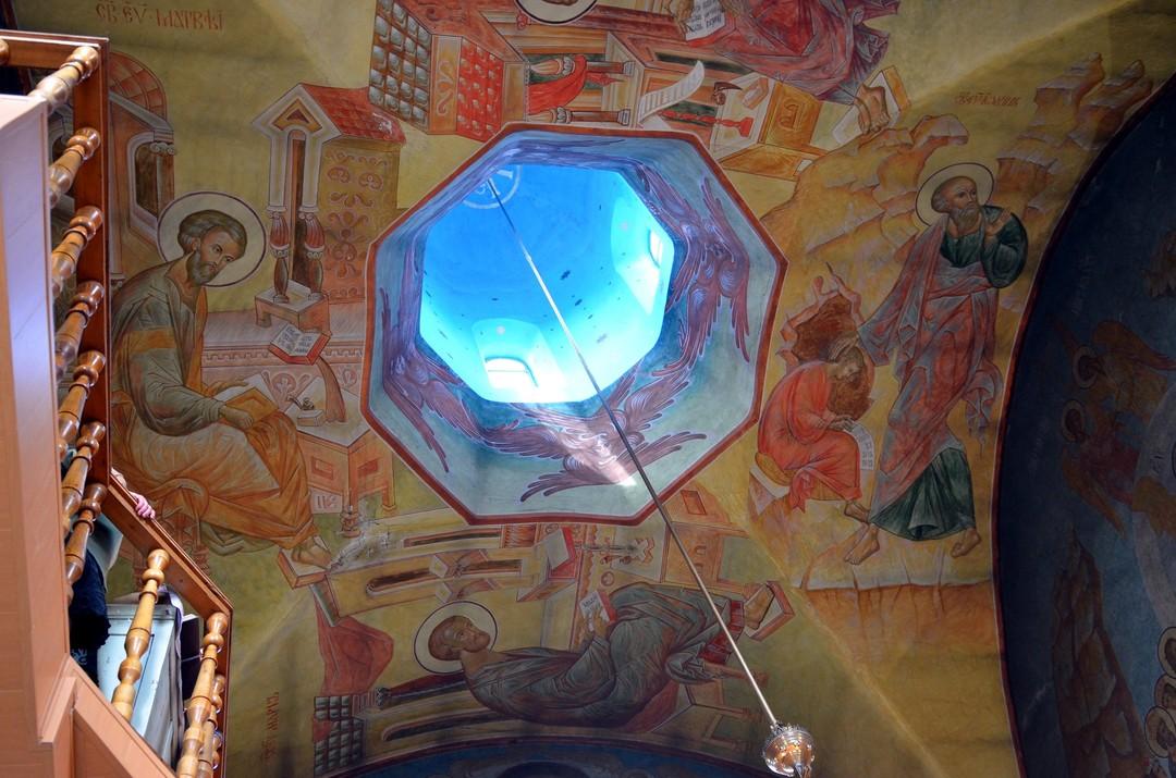 Фрески в храме в честь Святой Живоначальной Троицы
